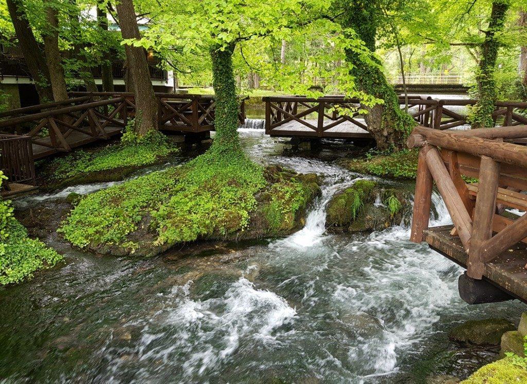 Rivier de Vrelo en Perucac meer in Servie